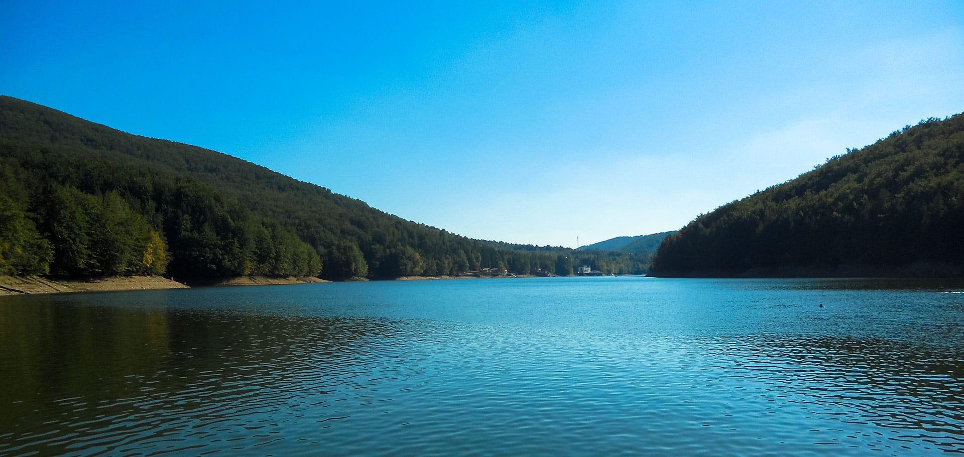 Văliug Lake