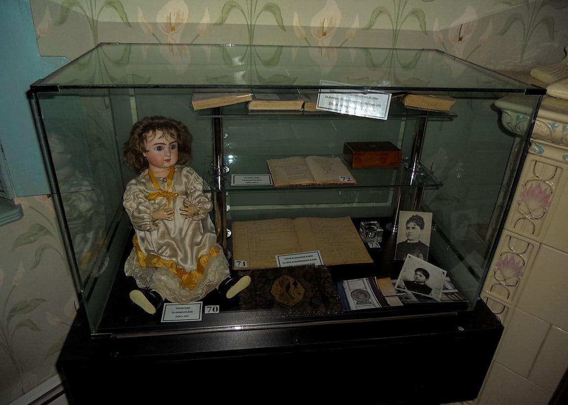 Iulia's doll